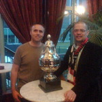 Samen met good old Henk met de KNVB Beker. Dit was de tijd dat we nog wel eens wat wonnen...