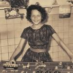 Tante Lile als gelukkig meisje op school