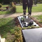 Met Anita bij het graf van Lex