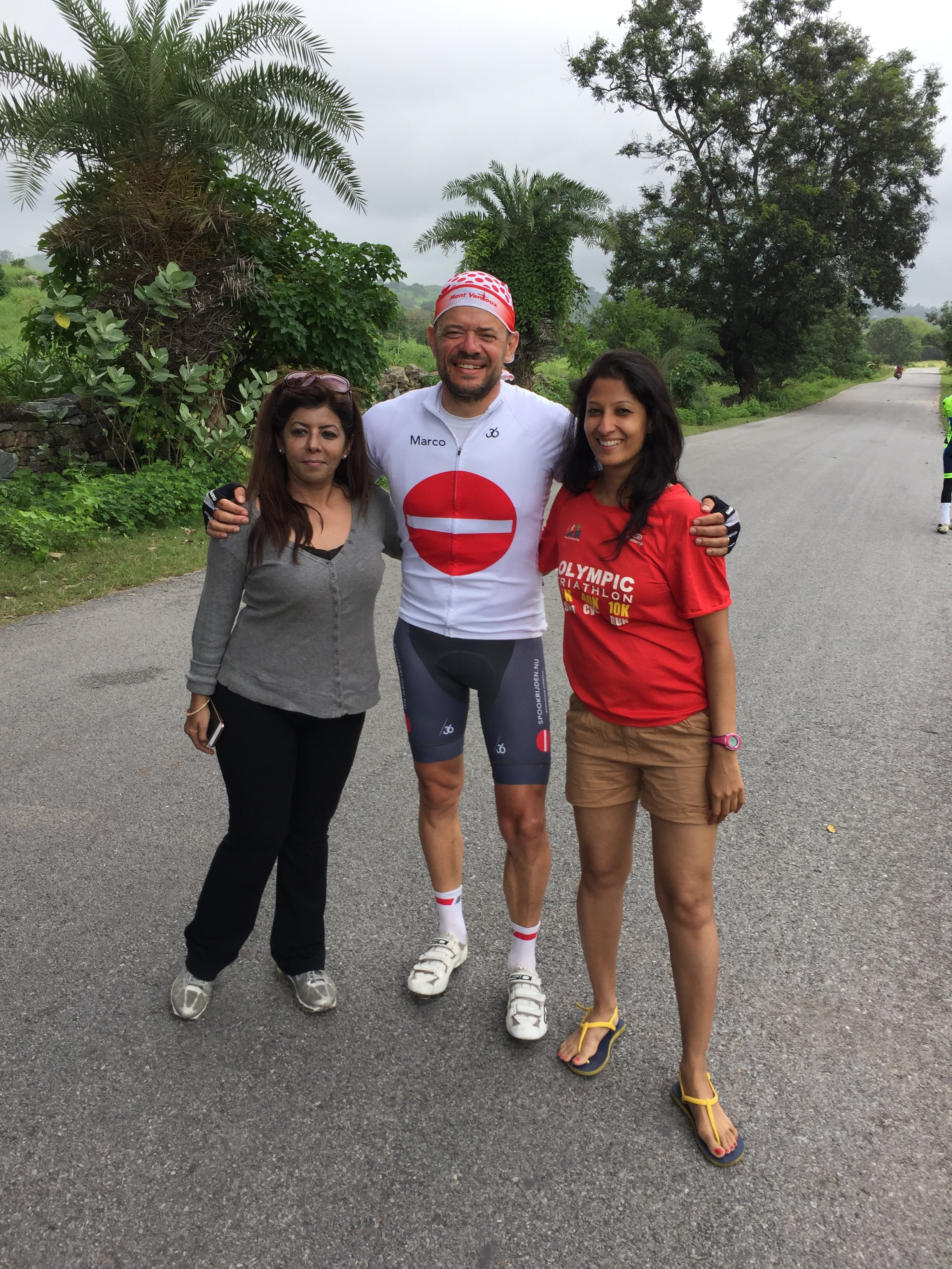 Met mijn wielervrouwen Sonia en Shaily bij de finish
